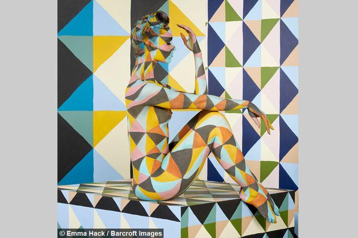 Artist Creates Geometric Illusions Using Naked Models