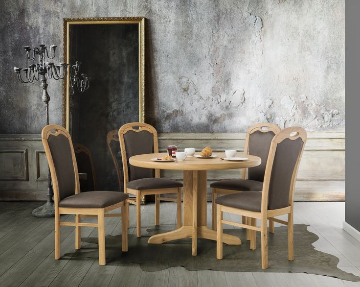 Rustic chairs and glamour details - sometimes all you need is a little bit of differentiation. #KloseFurniture #woodentable #rusticstyle