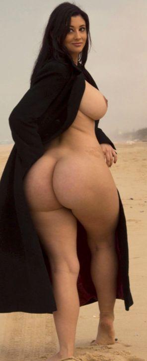 фото девушек голые широкие попы