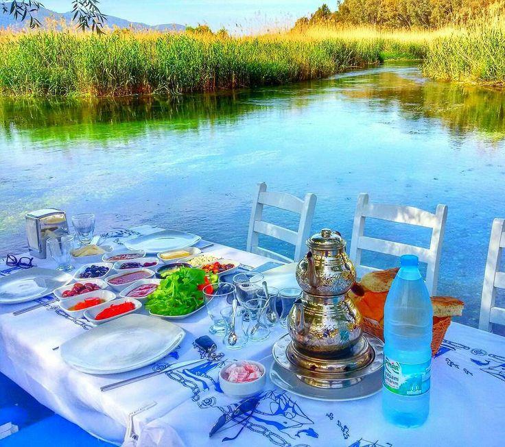Geleneksel pazar kahvaltıları :) Bu hafta Akyaka'dayiz.. Sevdiklerinizi alıp gelin @omerdemirbilek1 #kahvaltı #breakfast #akyaka #muğla #instamugla