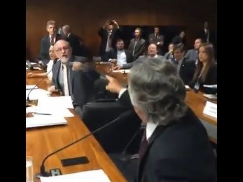 O dia em que Ronaldo Caiado humilhou um petista no Senado !