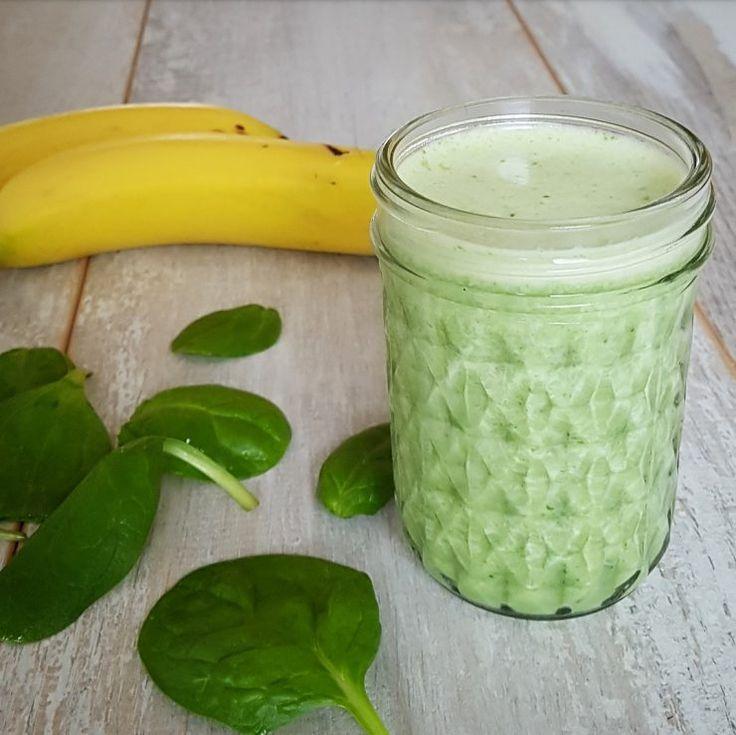 Deze smoothie met spinazie en banaan is lekker romig, eigenlijk proef je de spinazie helemaal niet. Lekker & super makkelijk te maken!