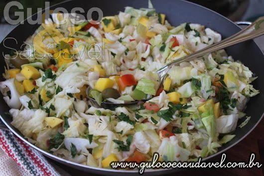 Os fãs do sabor agridoce vão AMAR esta Salada de Repolho Agridoce, é nutritiva, refrescante, super fácil, colorida e deliciosa !  #Receita aqui: www.gulosoesaudavel.com.br/2016/10/04/salada-de-repolho-agridoce/