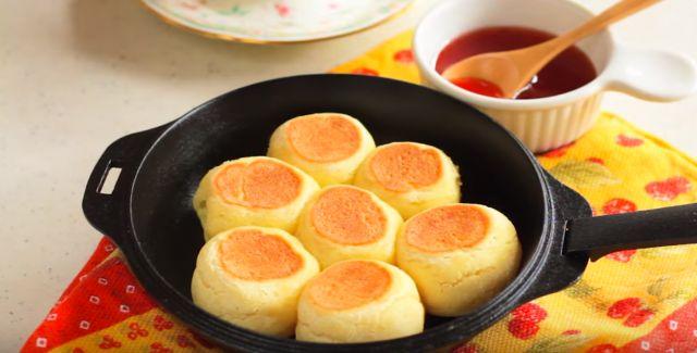 休日のパン作り楽しんでる方、最近増えてますよね。今回は、発酵する手間のないパンの簡単レシピをご紹介!材料もたったの3つなのでお子様とご一緒に作ってみてはいかがですか?もちもちした食感が楽しめます!