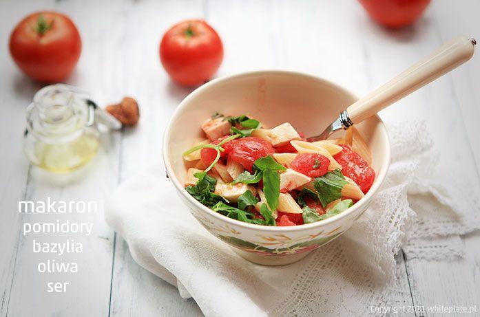 Hity lata: makaron i świeże pomidory   White Plate