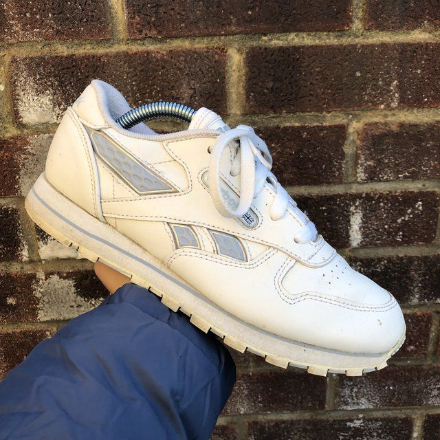 👟❗️ Retro White And Silver Reebok Classic Trainers • size 4 • good condition & good price • very comfortable • #reebok #classic #reebokclassic #size4