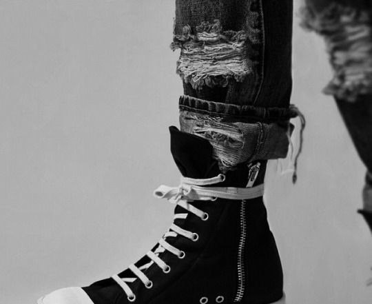 Eloise or Tessa, they both have these shoes and ripped jeans