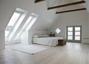 Daglicht in je slaapkamer met VELUX dakramen. Doe op onze website meer…