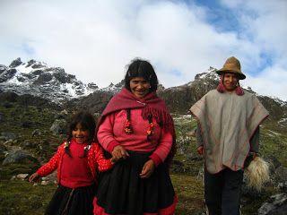 """Mon ami Marcelino, de Yanaruma, communauté de Hatun Q'ero. Nous nous sommes rencontré il y a plus de 10 ans alors que nous étions perdus avec mon compadre Santos Salas de Tandanya Pata (décédé en avril 2015), dans un orage suivi d'une grosse chute de neige qui avait blanchi le paysage et fait disparaître les sentiers. Nous sommes arrivé quand même à Yanaruma et Marcelino et son frère Jacinto nous ont accueilli dans leur maison. Nous y sommes resté une semaine à """"célébrer"""" notre rencontre !"""