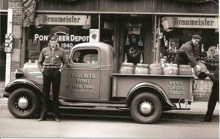 """Street Scene, """"Pony Beer Depot"""", Milwaukee, Wisconsin, 1940"""