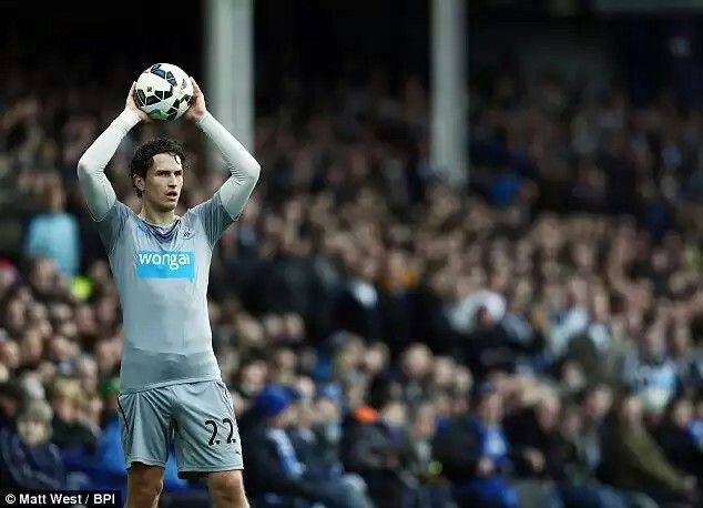 Daryl Janmaat       http://www.dailymail.co.uk/sport/football/article-2999778/Daryl-Janmaat-willing-play-Newcastle-line-deputise-suspended-captain-Fabricio-Coloccini.html