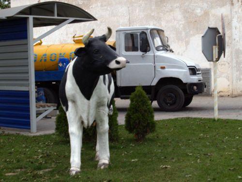 """Завтра в Джанкое отметят юбилей старейшего крымского молокозавода http://www.newc.info/news/21994/  Джанкойский завод молочной продукции """"Новатор"""" отметит завтра своё пятидесятилетие. На сегодняшний день, это одно из трех крупнейших молочных предприятий Крыма."""