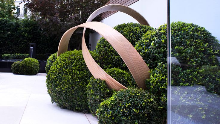 What a stunning metal outdoor feature? Notting Hill, London / Marcus Barnett Landscape and Garden Design. Re-pinned by Newfangled Landscape Design Perth, W.A.