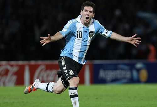 Watch Argentina vs Paraguay match-4 of 2015 Copa America live coverage and online streaming from 21:30 UTC. Get Paraguay vs Argentina match live score here.