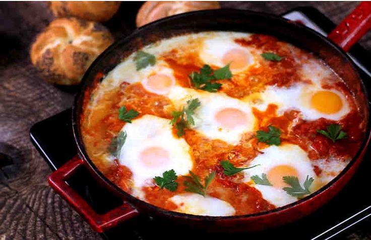 ¿Conoces el Shakshuka? ¡Prueba esta receta – y se convertirá en tu desayuno favorito #shakshuka #huevos #tomate #desayno
