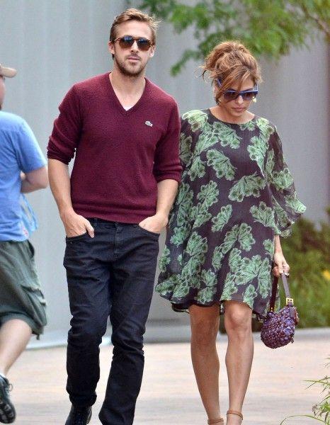 Alors qu'Eva Mendes et Ryan Gosling devraient accueillir leur premier enfant dans deux mois environ, on en sait désormais plus sur le sexe du bébé. http://www.elle.fr/People/La-vie-des-people/News/Eva-Mendes-et-Ryan-Gosling-on-connait-le-sexe-de-leur-bebe-2739278