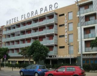 Hotel Flora Parc is located in central Castelldefels, just 25 minutes' drive from Barcelona and 2.5 km from the beach.