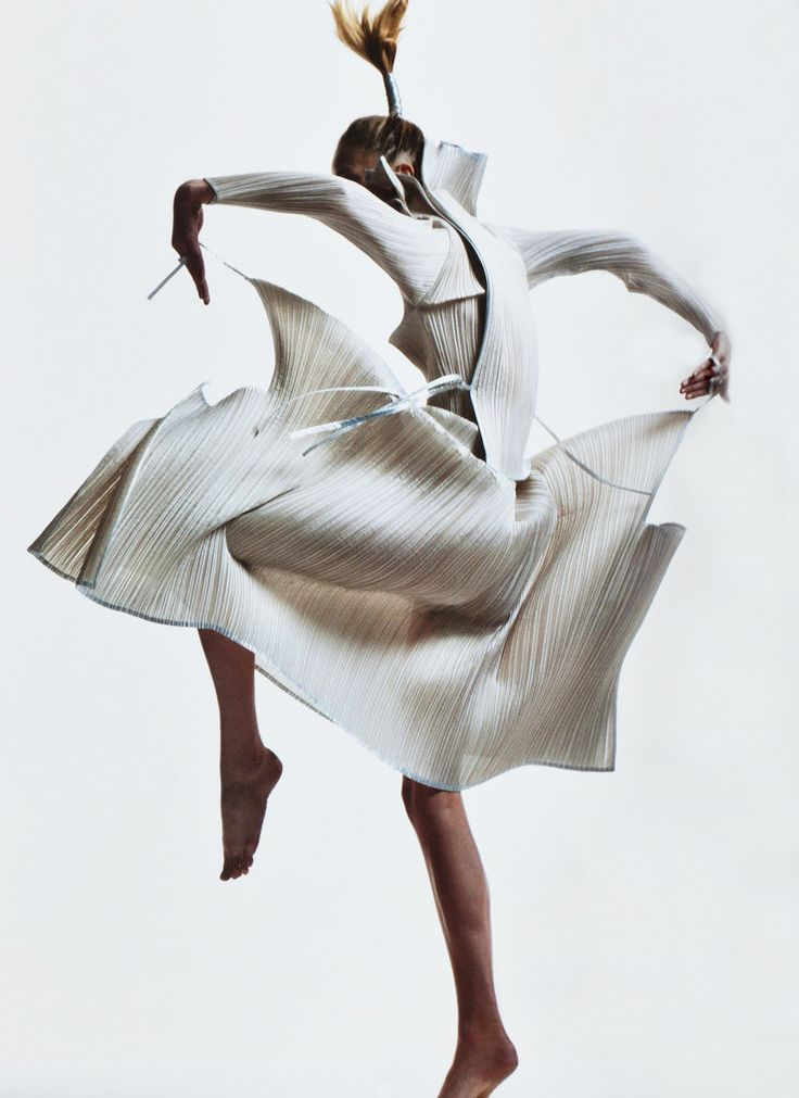raquel zimmermann in vintage issey miyake, by david sims for v magazine no. 45 spring 2007.