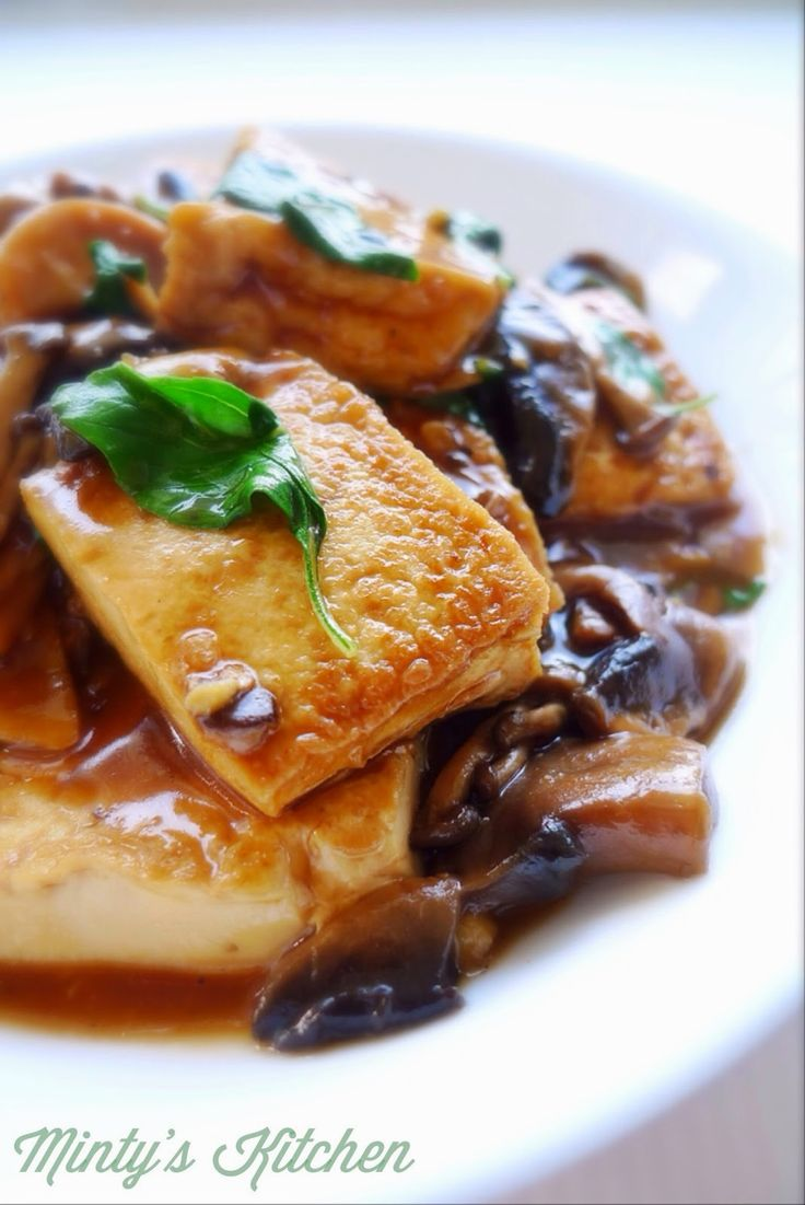 Minty's Kitchen: Braised Tofu and Mushroom With Thai Basil
