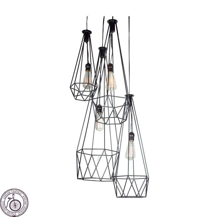 Lámpara Mila Colgante, las encuentras en Atelier Central. Lampara de fierro pulido de 3/16 pintada en negro con pintura electrostática.
