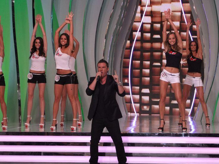 Kasza Tibi a színpadon. (A Szépségkirálynő) Fotó: Vásárhelyi Dávid - Hír7