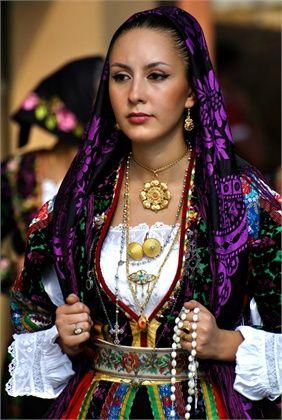 La moda sarda, tra tradizione e passerelle - Vogue.it #TuscanyAgriturismoGiratola