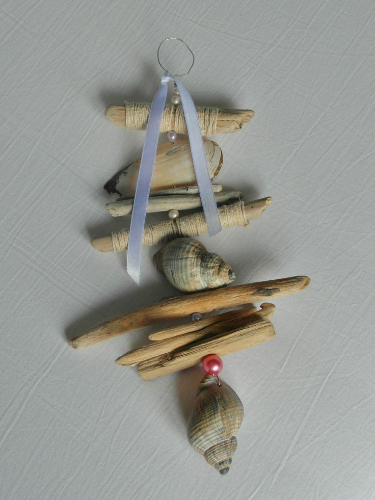 Een geschenk uit de Noordzee. Gemaakt van aangespoelde houtjes en schelpen.