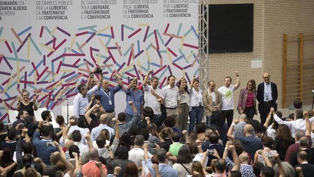 Iglesias reúne en el Congreso a ERC PDeCAT PNV y Compromís para buscar una solución pactada en Catalunya