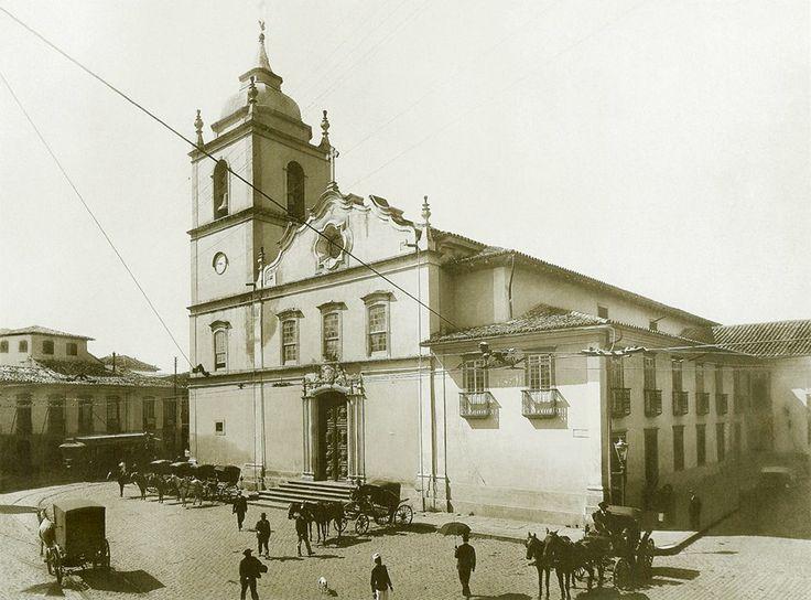 1907 - Antiga Igreja da Sé, na Praça da Sé no centro da cidade. Foi demolida para início da construção da atual Catedral da Sé. De acordo com historiadores a Igreja localizava-se onde atualmente está o Monumento a Anchieta na atual praça da Sé, bem à frente da Catedral.