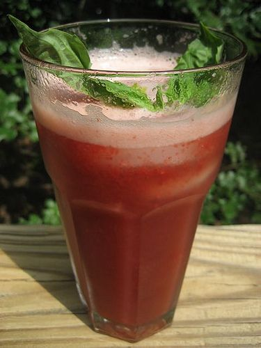 strawberry balsamic basil soda | raw comestibles | Pinterest