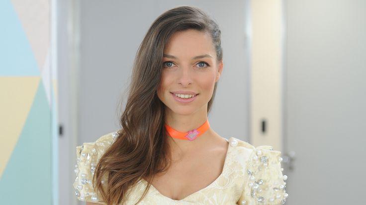 Dziś w Dzień Dobry TVN swój występ miała piosenkarka Octavia na tę okazje ubrała  sukienkę od Gabrieli Hezner źródło http://dziendobry.tvn.pl/octavia,55570/octavia,3,g.html