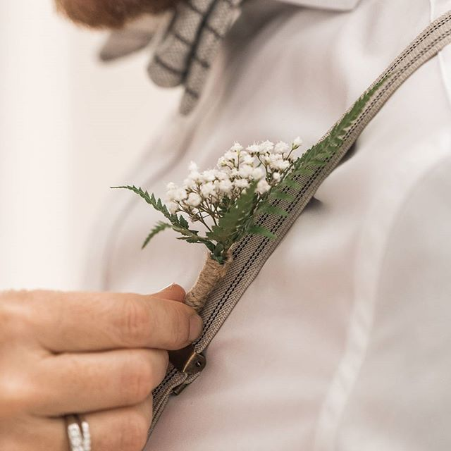 Logan and Maddi wanted to have a touch of NZ (where Logan is from) in their wedding florals. So we sourced a native NZ tree fern and featured it in the buttonholes.   Image by @rippleweddings