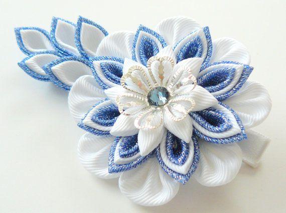 Kanzashi Stoff Blume Haarspange. Blaue und weiße Kanzashi Haarspange. Japanische Haarspange. Kanzashi-Haar-Blume.