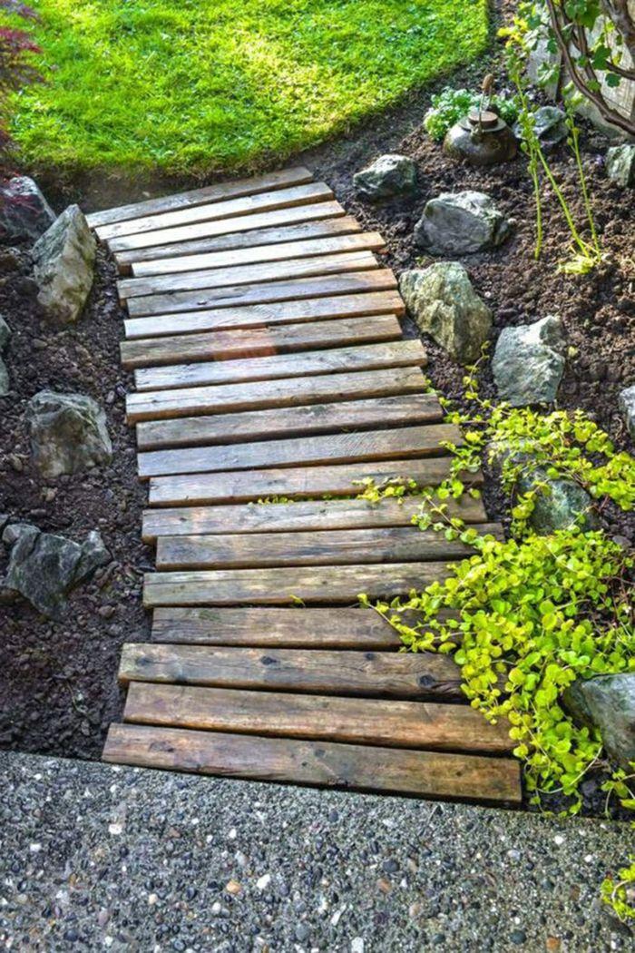 Perfect DIY Garten Zubeh r aus Bretten einen Pfad selber machen pflegeleichter Garten