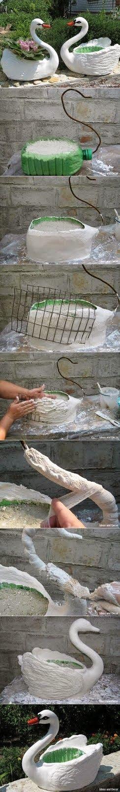 Gire la botella de plástico a la olla plantador como Cisne