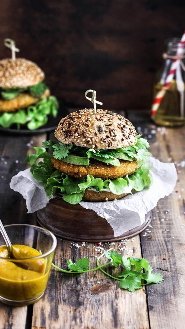 Vegan Burgers with Sweet Potato Patty & Cilantro Mayonnaise -  evtl Kokosflocken durch gemahlene Nüsse ersetzen
