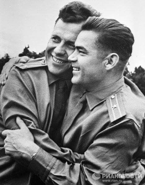12 Aug 1962 held the first group flight of Vostok — 3: Andriana Nikolayev and Vostok-4: Pavel Popovich Photo Popovich left and Nikolaev right #USSR