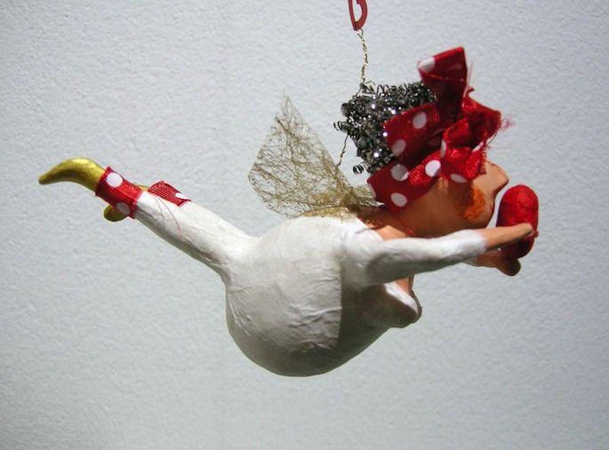 Zum vielfältigen Angebot im Kristella in Guttannen gehören auch kleine Kunstwerke wie diese Trulla mit Flügeln.