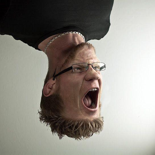 schreiendes Gesicht – kopfüber schreien