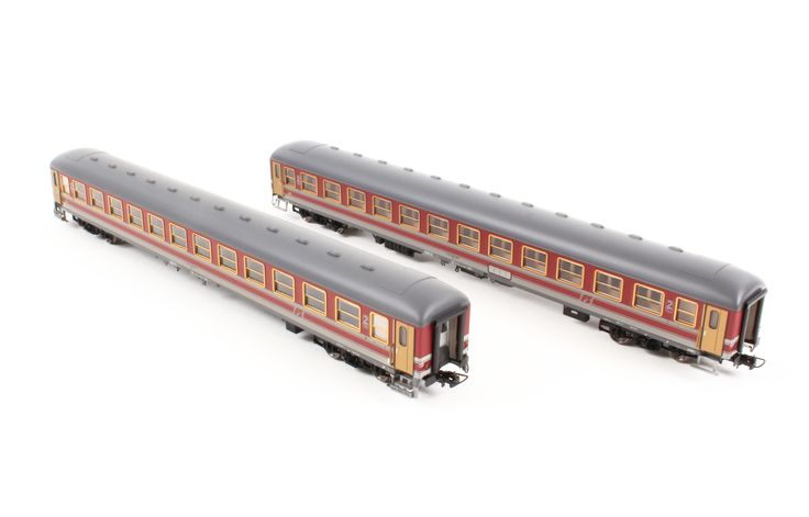 HR4221 Carrozza UIC-X 1968 II cl. livrea rosso fegato/grigio beige - FS New Price: 44.90 €  Buy now online: http://www.hornby.it/hr4221.html