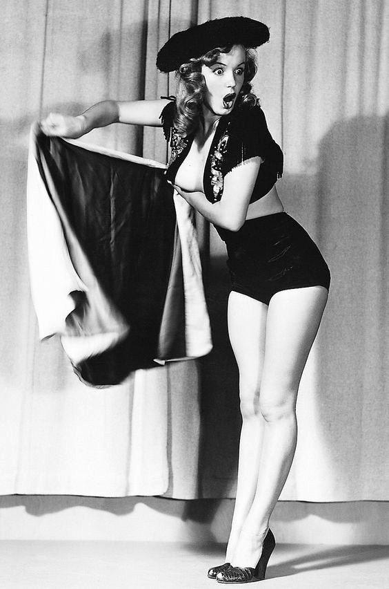 Grote 8 x 11 afdrukken van Marilyn Monroe, Marilyn gefotografeerd in 1948 # 2   Kenmerken:  High Gloss Photo Langdurige Vervagende Kartonnen steun opgenomen voor de scheepvaart Pakket toont foto ingesloten doen niet Bend  Verzending wordt gedaan binnen 24 uur na betaling niet met inbegrip van weekends en feestdagen.  Als u niet tevreden met uw foto bent stuur dan een e-mail me zo spoedig mogelijk zodat ik het probleem kunnen verhelpen. Laat geen negatieve of neutrale feedback zonder me de…