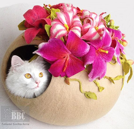 House cat Lily- Felt cave for cats- house made of wool lily- felting wool house- pet gift