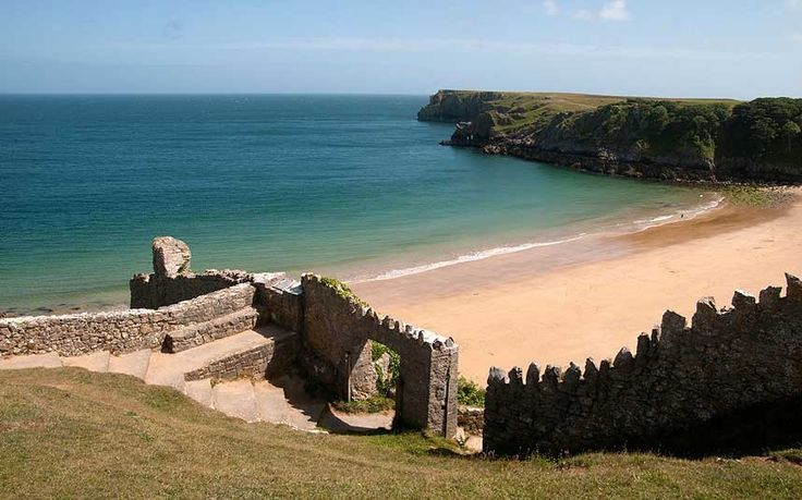 Top British picnic spots: Barafundle Beach Pembrokeshire Overall, the best picnic spot in Britain was judged to be Barafundle Beach, in Pembrokeshire, Wales, an isolated arc of golden sand with bags of unspolit beauty and sweeping views from the cliffs that flank it.