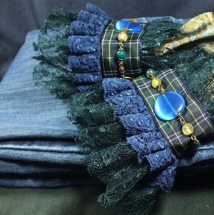 Шотландское настроение. Пара манжет.. Кружевные манжеты, бусины: агаты, кварц, кошачий глаз(имитация). Кружево, тесьма, металл цвета бронзы.