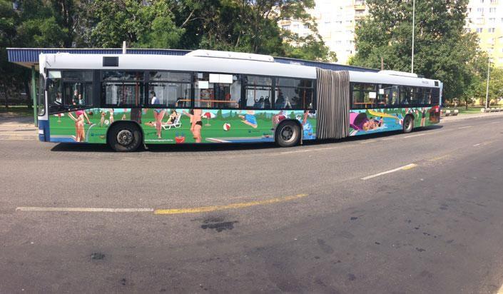Érdemes megnézni és utazni rajta!  Hagyd az autódat az EZ Akácfa Parkolóházban és szállj fel a különleges járműre a Blahán!   http://www.ezpark.hu/parkolohelyek/akacfa-parkolo  Még néhány napig jár a 7-es vonalán a különleges strandhangulatot időző busz, amire június 8. és július 7. között szállhatnak fel az utasok, ahol a város forgataga után, egyszeriben egy virtuális strandon találják magukat.    http://www.ezpark.hu/parkolohelyek/akacfa-parkolo
