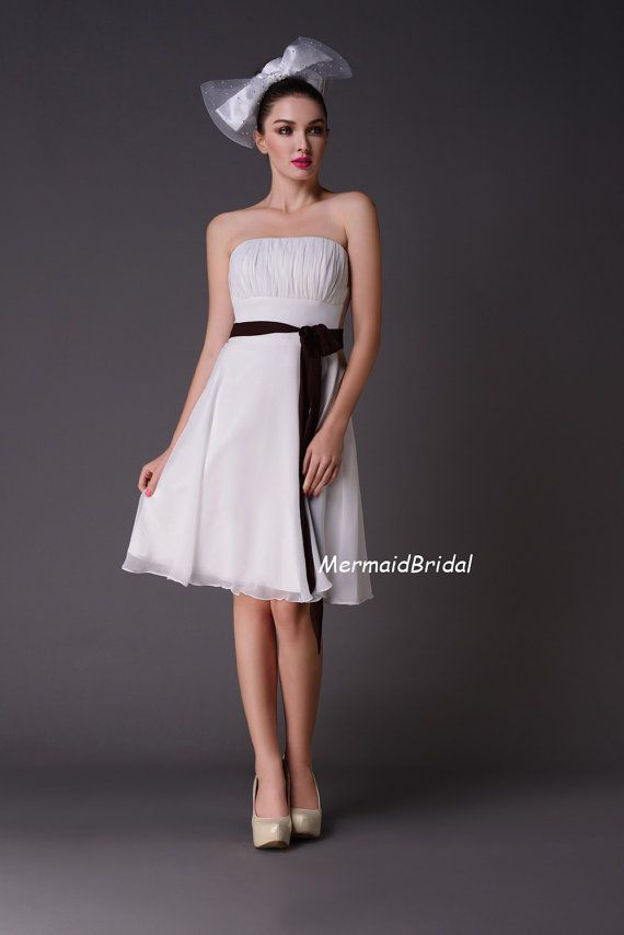 2013 Bridesmaide abiti senza spalline ginocchio lunghezza bridemaid abiti, elegante Sash, Chiffon plissettato abito da Damigella d'onore