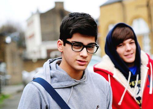 zayn, i love you in glasses! you are too cute<3