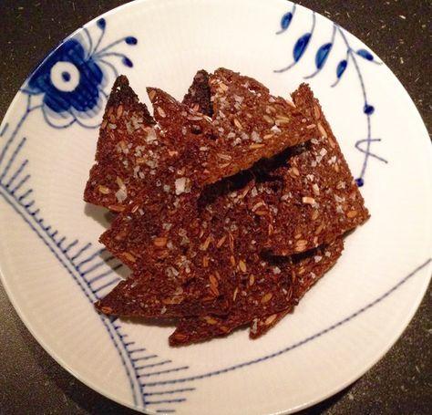 Ristede rugbrødschips med flagesalt - super nem og lækker opskrift på min blog - walloffood.dk
