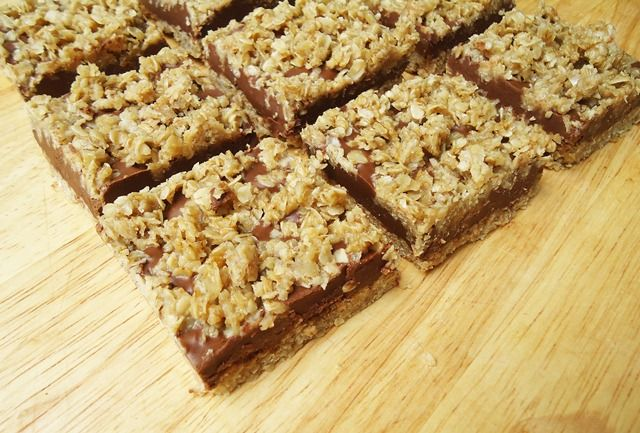 What better way to follow up a health-food recipe, than with this?? No Bake Chocolate Peanut Butter Oat Bars!