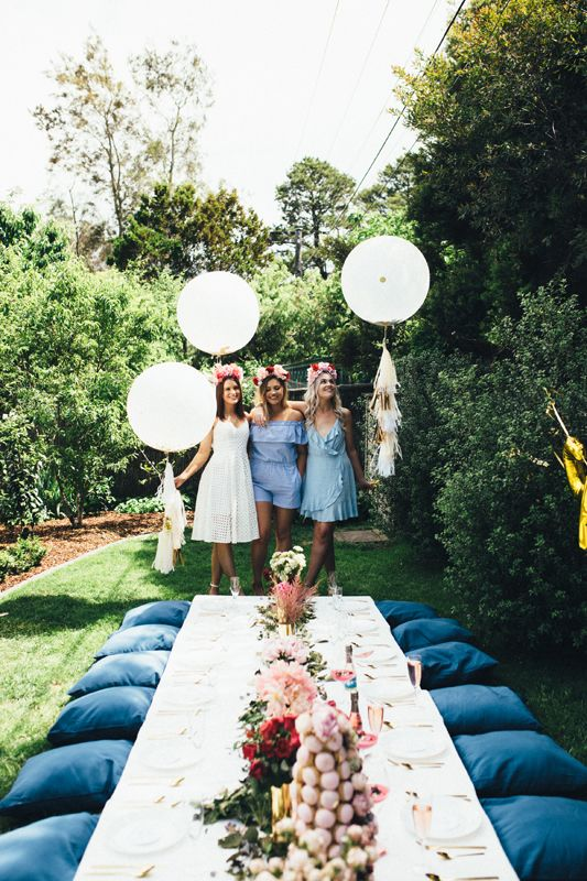 Rosé All Day | Garden party | Tablescape | Roses and peonies | jumbo balloons with tassels | Gold cutlery | Party ideas | HOORAY! Magazine